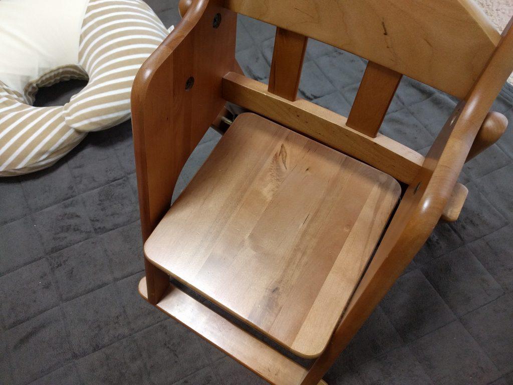 木製の子供の椅子