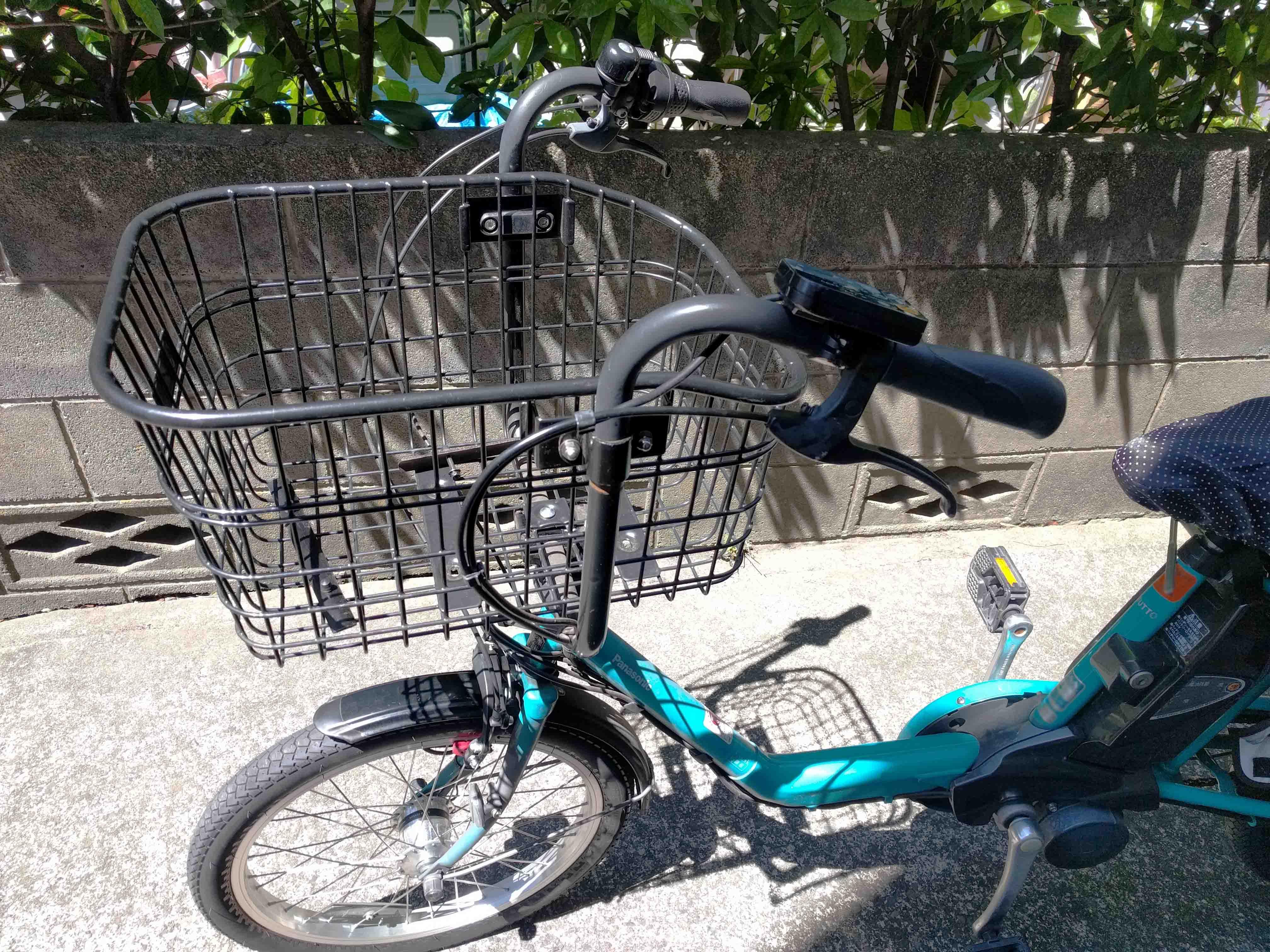 前カゴのついた自転車